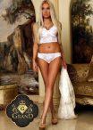 Jaklin Blonde Exclusive Escort in Vienna
